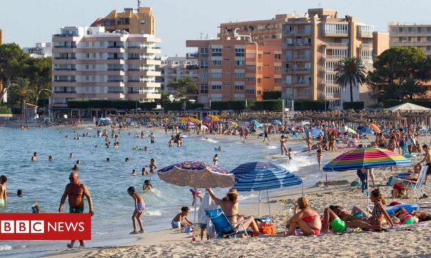 Coronavirus: el primer ministro de España dice que las restricciones de viaje al Reino Unido son 'injustas'