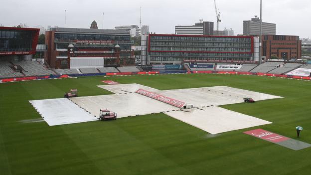 Inglaterra v Antillas: la lluvia retrasa el día cuatro de la tercera prueba en Emirates Old Trafford