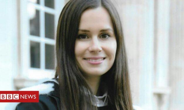 Kylie Moore-Gilbert: Profesor encarcelado en Irán 'trasladado a prisión aislada'